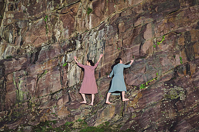 France, Brittany, Two women climbing the pink cliff - p1150m2264241 by Elise Ortiou Campion
