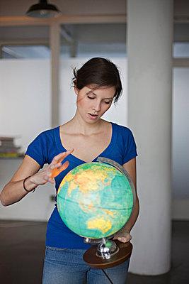 Woman with globe - p586m753980 by Kniel Synnatzschke