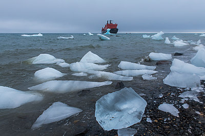 Icebreaker anchoring behind an iceberg, Champ Island, Franz Josef Land archipelago, Arkhangelsk Oblast, Arctic, Russia - p871m2069277 by Michael Runkel
