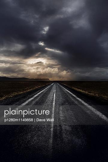 Düster - p1280m1149858 von Dave Wall