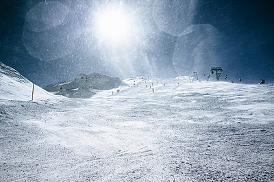 Skiing, Hintertux - p1053m1006949 by Joern Rynio
