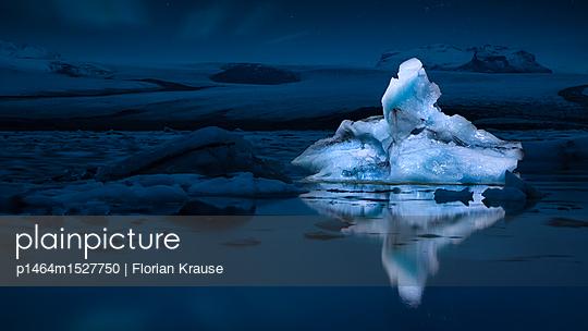 Dronelighted Ice  - p1464m1527750 von Florian Krause
