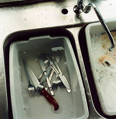 washing-up in sink - p8470281 by Johan Markusson
