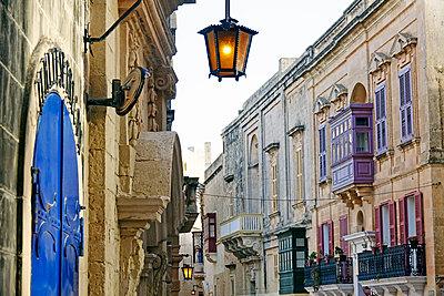 Street in Mdina (The Silent City), Malta, Europe - p871m2003553 by David Pickford