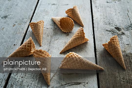 Ice-cream cornet - p312m1471435 by Depiction AB