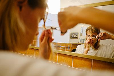 Haarschnitt zuhause - p1600m2184246 von Ole Spata