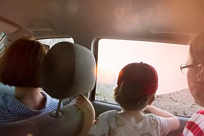 Familienausflug mit Aussicht - p454m2030742 von Lubitz + Dorner
