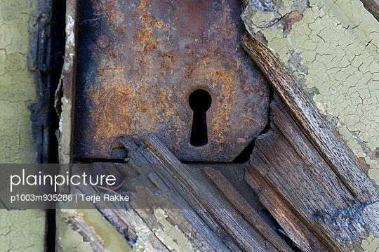 Keyhole - p1003m935286 by Terje Rakke