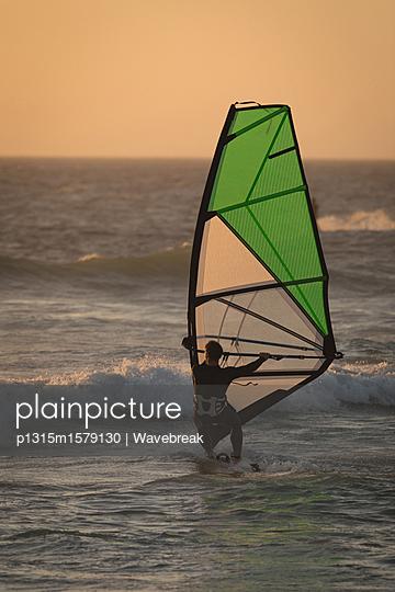 p1315m1579130 von Wavebreak