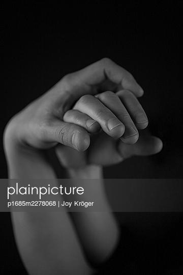 Female hands - p1685m2278068 by Joy Kröger
