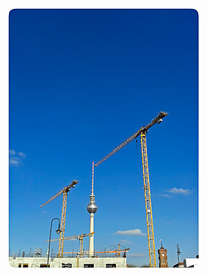 TV tower and cranes, city center, Germany, Berlin - p300m1010204 by Bernd Friedel