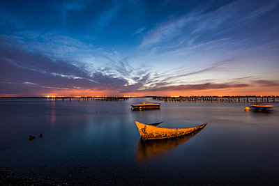 Boats on lake with setting sun - p829m1110847 by Régis Domergue