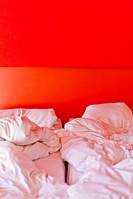 Benutzte Betten - p978m933945 von Petra Herbert