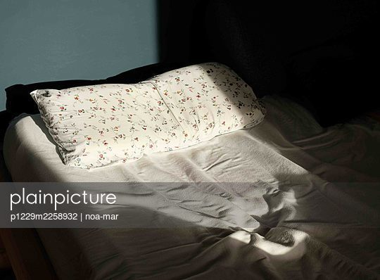 Unmade bed - p1229m2258932 by noa-mar
