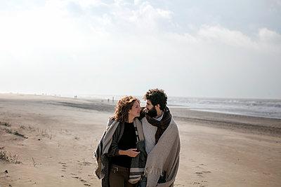 Paar am Strand - p1212m1185480 von harry + lidy