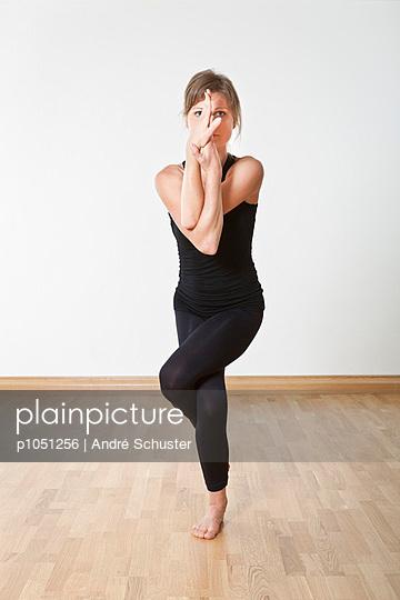 Yoga - p1051256 von André Schuster