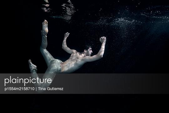 Underwater dancer - p1554m2158710 by Tina Gutierrez