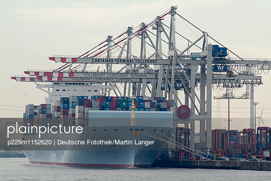 Hamburger Hafen - p229m1152620 von Martin Langer
