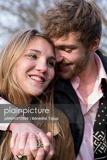 Verliebtes Paar - p940m972694 von Bénédite Topuz
