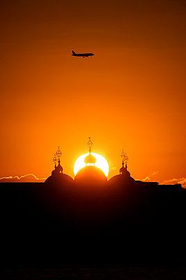 Sonnenuntergang Basilika San Marco, Venedig - p1493m1584728 von Alexander Mertsch