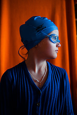 Girl with diving glasses and bathing cap - p1642m2222189 by V-fokuse