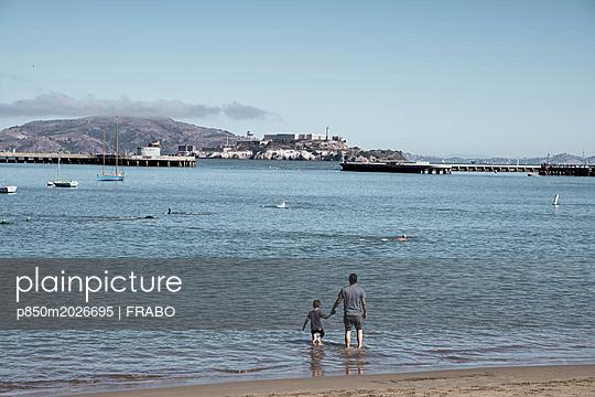 Am Strand - p850m2026695 von FRABO