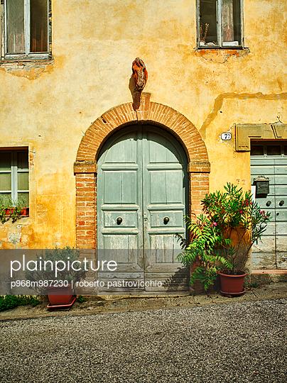 Old Tuscan villa, La Foce - p968m987230 by roberto pastrovicchio