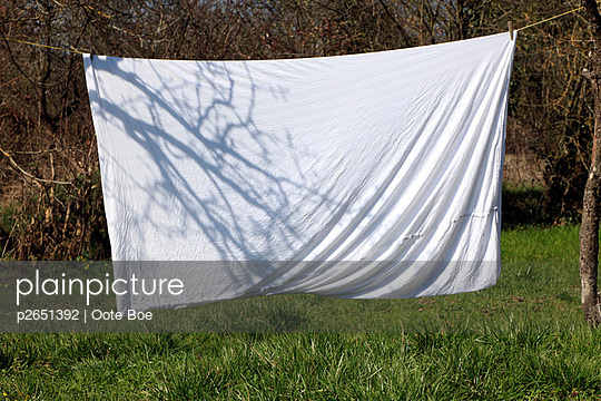 Bed sheet drying outside on washing line - p2651392 by Oote Boe
