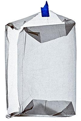 Zerknittertes Papier - p265m1030966 von Oote Boe