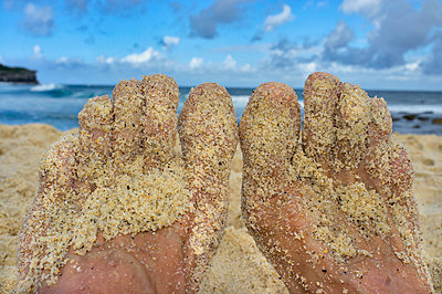 Sandy feet - p1125m1582627 by jonlove