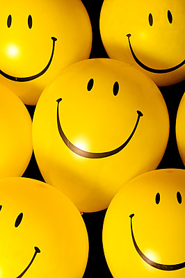 Balloons, smileys, close-up - p1695m2290942 by Dusica Paripovic
