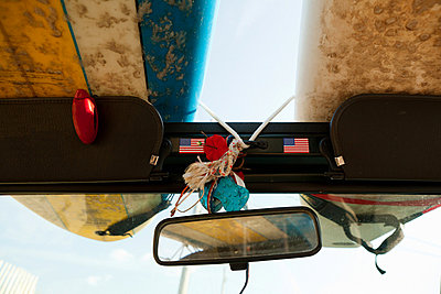 Surfboards on top of a jeep - p92411470 by Michael Gross