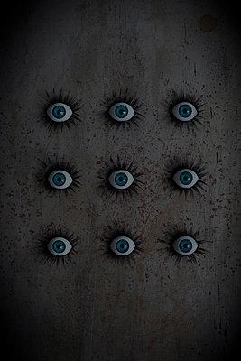 Surveillance - p1028m1559033 von Jean Marmeisse