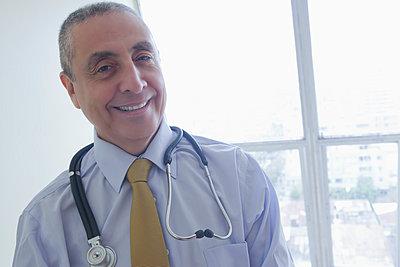 Smiling Hispanic doctor - p555m1301701 by REB Images