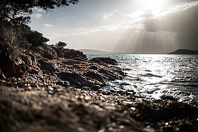 Ray of light on the sea - p1007m1540392 by Tilby Vattard