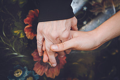Holding hands - p1150m1194430 by Elise Ortiou Campion