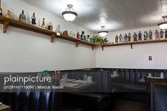 American Diner - p1291m1116090 by Marcus Bastel