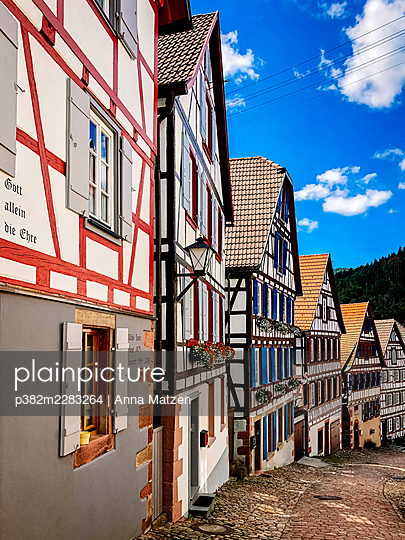Half-timbered houses in Schiltach in the Black Forest - p382m2283264 by Anna Matzen