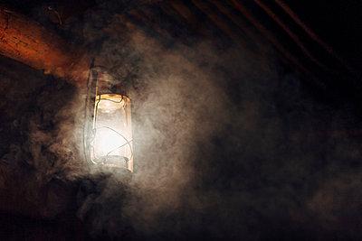 Eine Petroleumlampe, Kalahari, Afrika - p1065m982604 von KNSY Bande