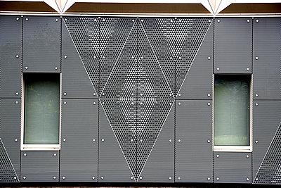 Gebäudefassade in Groningen - p1268m1149088 von Mastahkid