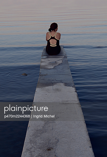 Woman on a bathing jetty  - p470m2244368 by Ingrid Michel