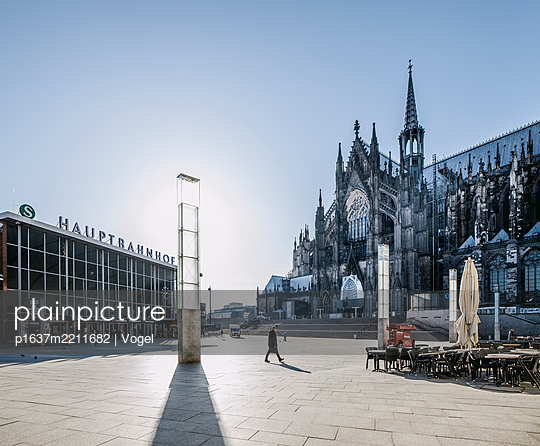 Central station and Cologne Cathedral - p1637m2211682 by Vogel