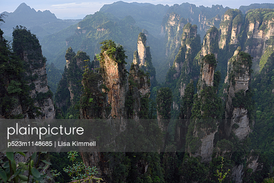 Zhangjiajie National Forest Park, China - p523m1148685 von Lisa Kimmell