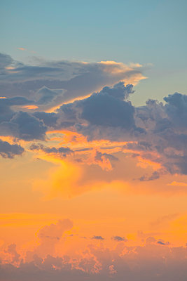 Polynesia, Cloud formation in shades of orange and blue - p1487m2253938 by Ludovic Mornand