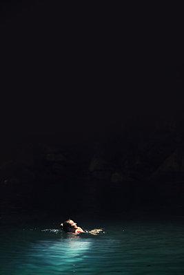 Schwimmen in Cenote - p1341m1461625 von Conny Hepting