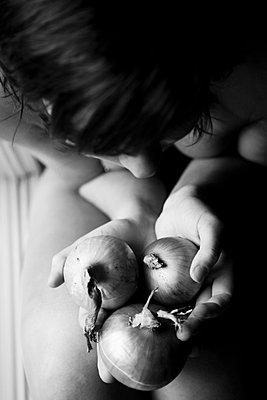 Woman holding onions - p4130427 by Tuomas Marttila