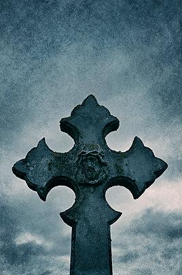 Grabkreuz in Schottland - p470m2128879 von Ingrid Michel