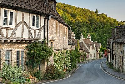 Picturesque Cotswolds village of Castle Combe, Wiltshire, England, United Kingdom, Europe - p871m962077 by Adam Burton