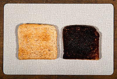 Toastbrot hell und dunkel - p451m854927 von Anja Weber-Decker