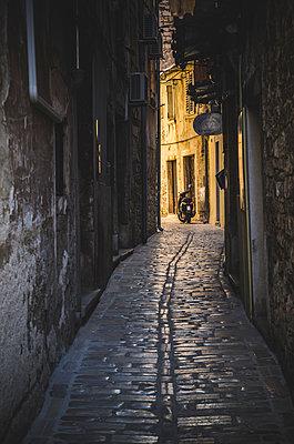Alley, Rovinj, Croatia - p694m1403870 by Eric Schwortz